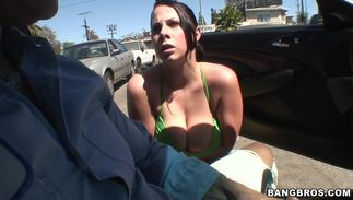 Engaging busty Gianna Michaels gives a oral-sex previous to being joyfully poon tang banged