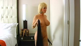 Horny busty blond minx Diamond Foxxx is incredible and reaches a massive agonorgasmos