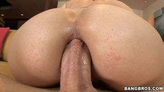 Sensational blond darling Bobbi Starr with large natural tits yearns for some donga sucking