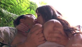 Sexy busty Hitomi Tanaka gives a oral-job to strong fellow