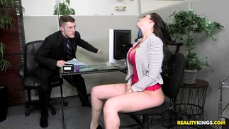 Pretty bosomed gf Ryan Smiles gets on her knees and sucks